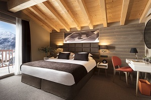 HYATT-CENTRIC-LA-ROSIERE-DUPLEX SUITE-BEDROOM 500x332